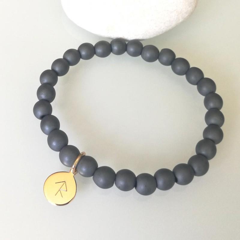 Bracelet hématite médaille gravée runes viking plaqué or 10 mm