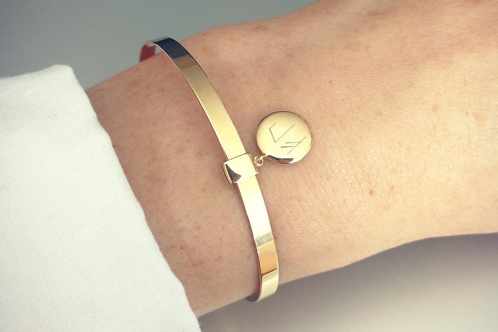 bracelet personnalisé jonc avec médaille gravée rune viking plaqué or
