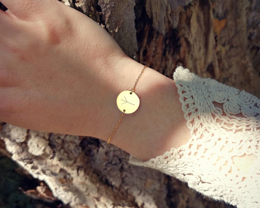 bracelet personnalisé pastille gravée avec rune viking