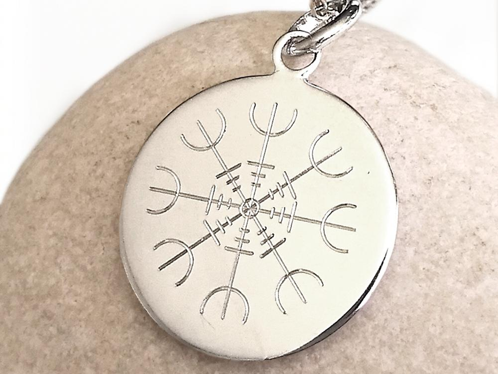 Médaille symbole viking heaume awe